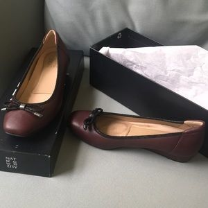 NWT 6 1/2 Naturalizer flats with bow detail